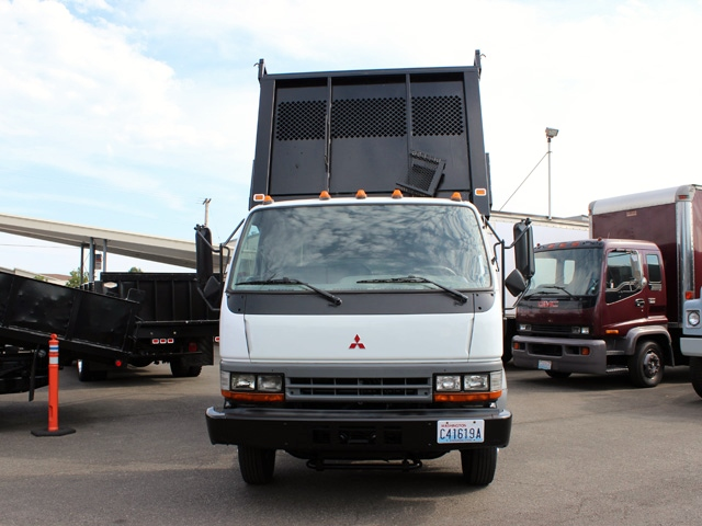 5895.B. 2000 MITSUBISHI FUSO 14 Ft. Flatbed Dump Truck from Town and Country Commercial Truck Sales, Kent (Seattle), WA