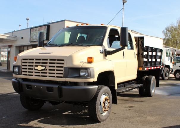 5949.B. 2006 CHEVROLET C4500 4X4 Crewcab Stakeside Flatbed Truck from Town and Country Commercial Truck Sales, Kent (Seattle), WA