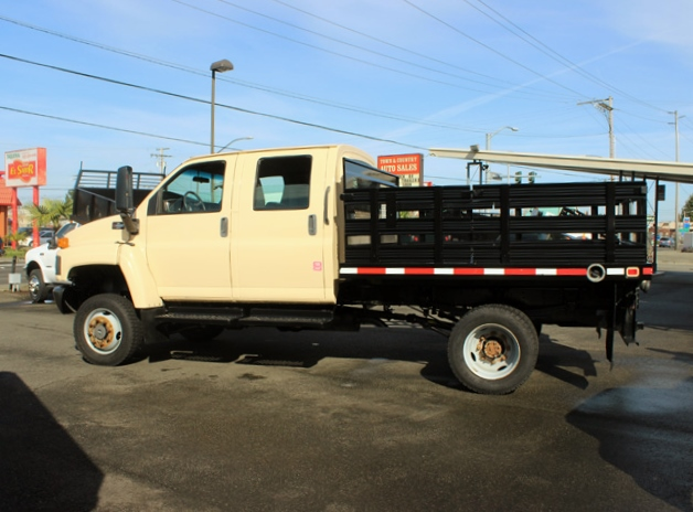 5949.M. 2006 CHEVROLET C4500 4X4 Crewcab Stakeside Flatbed Truck from Town and Country Commercial Truck Sales, Kent (Seattle), WA