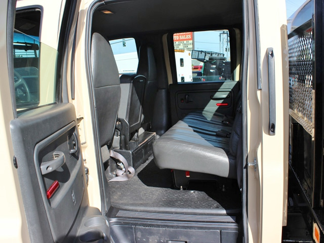 5949N. 2006 CHEVROLET C4500 4X4 Crewcab Stakeside Flatbed Truck from Town and Country Commercial Truck Sales, Kent (Seattle), WA