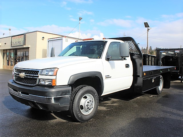6116.I. 2007 CHEVROLET Silverado Non-CDL 12 ft. Flatbed Truck from Town and Country Commercial Truck and Trailer Sales, Kent (Seattle), WA