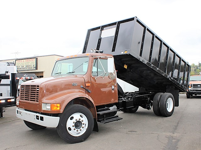 #6055: 2002 INTERNATIONAL 4700 Non-CDL 16 ft. Flatbed Dump Truck from Town and Country Truck and Trailer, Kent (Seattle) WA