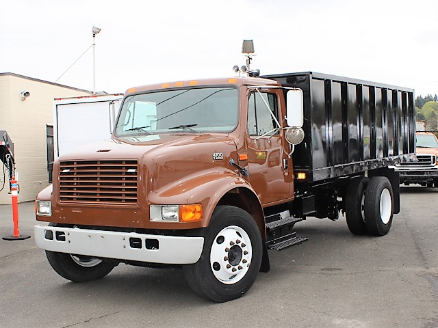 6055.B. 2002 INTERNATIONAL 4700 Non-CDL 12 ft. flatbed dump truck from Town and Country Commercial Truck and Trailer Sales, Kent (Seattle), WA