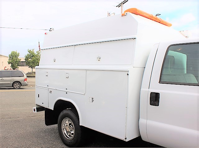 6130.H. 1999 Ford F350 enclosed service utility truck from Town and Country Commercial Truck and Trailer Sales, Kent (Seattle), WA