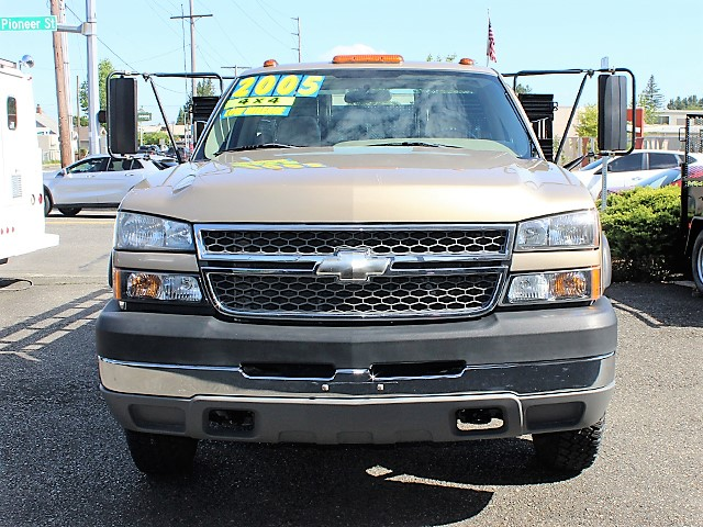 6131.E. 2005 CHEVROLET K3500 Silverado 4x4 12 ft. flatbed truck from Town and Country Commercial Truck and Trailer Sales, Kent (Seattle), WA