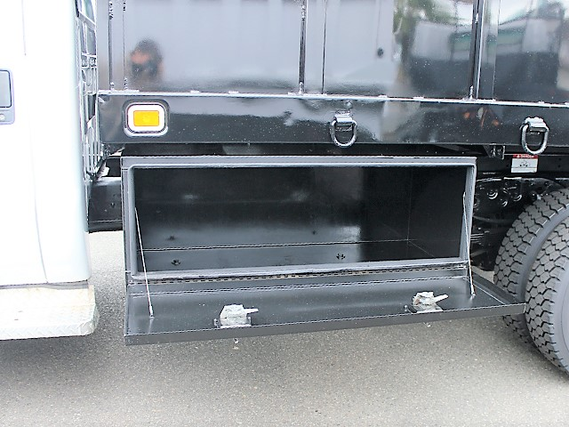 6125.K. 2001 FORD F550 Super Duty flatbed dump truck from Town and Country Commercial Truck and Trailer Sales, Kent (Seattle), WA