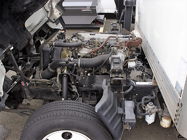 6096.E. 2005 ISUZU NPR 14 ft. box truck from Town and Country Commercial Truck and Trailer Sales, Kent (Seattle), WA