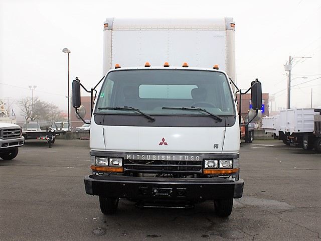 6198.B. 2001 MITSUBISHI FUSO FH 16 ft. box truck from Town and Country Commercial Truck and Trailer Sales, Kent (Seattle), WA