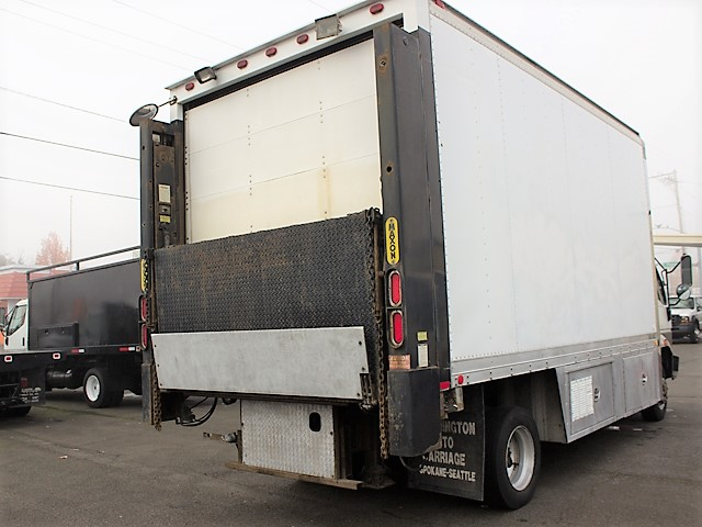 6198.I. 2001 MITSUBISHI FUSO FH 16 ft. box truck from Town and Country Commercial Truck and Trailer Sales, Kent (Seattle), WA