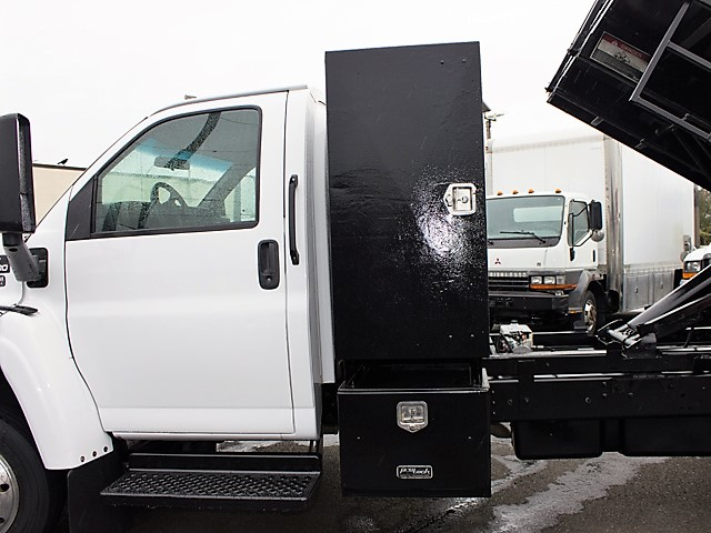 6205H. Non-CDL 2004 Chevrolet C4500 Kodiak 12 ft. landscape dump truck from Town and Country Commercial Truck and Trailer Sales, Kent (Seattle), WA