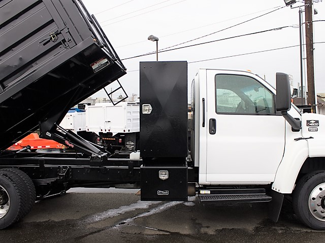 6205I. Non-CDL 2004 Chevrolet C4500 Kodiak 12 ft. landscape dump truck from Town and Country Commercial Truck and Trailer Sales, Kent (Seattle), WA