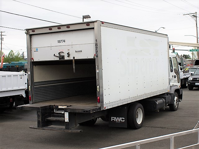 T2002ES.D. 2002 GMC/Isuzu T6500 18 ft. box truck from Town and Country Commercial Truck and Trailer Sales, Kent (Seattle), WA