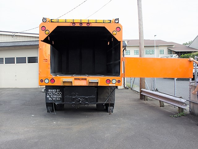 6282.L. 2005 International 4300 chip truck from Town and Country Commercial Truck and Trailer Sales, Kent (Seattle), WA