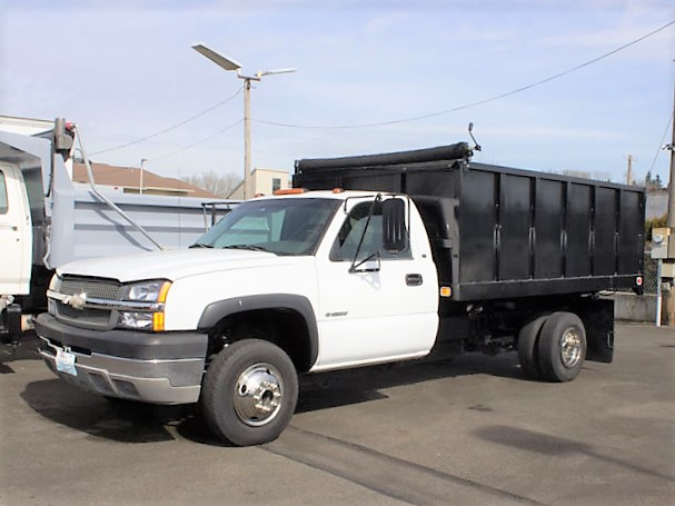 2003ES2019: 2003 CHEVROLET C3500 12 ft. Flatbed Dump Truck from Town and Country Truck and Trailer Sales, Kent (Seattle) WA.