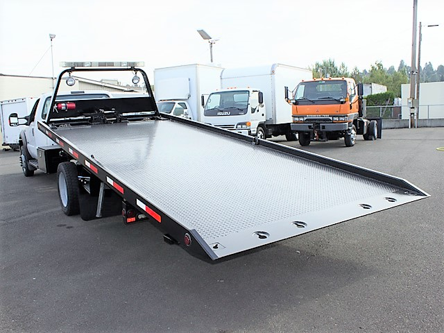 6376.M. 2006 FORD F550 19 ft. rollback with stinger truck from Town and Country Commercial Truck and Trailer Sales, Kent (Seattle), WA.