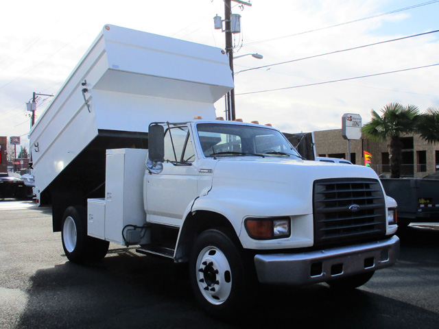 Non-CDL 1997 Ford F800 12 ft. Chipper dump truck from Town and Country Commercial Truck and Trailer Sales, Kent (Seattle), WA.