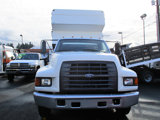 6373.B. Non-CDL 1997 Ford F800 12 ft. Chipper dump truck from Town and Country Commercial Truck and Trailer Sales, Kent (Seattle), WA.
