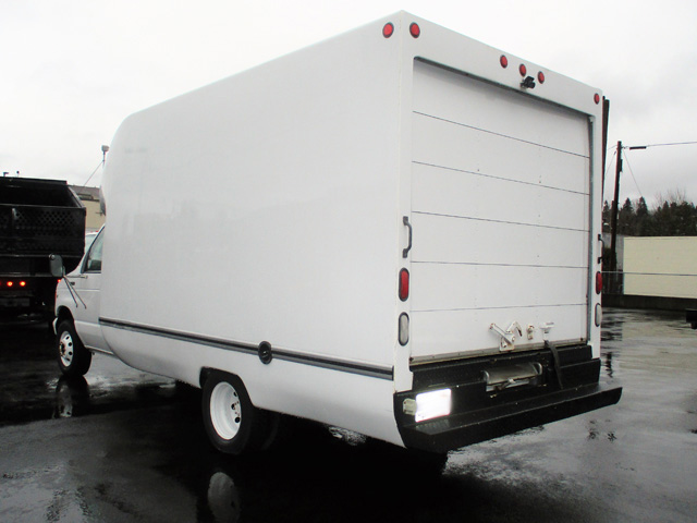 ES1998.F. 1998 FORD E350 14 ft. Box Van from Town and Country Truck and Trailer Sales, Kent (Seattle), WA.