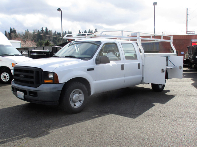 ES2006.B. 2006 FORD F250 9 ft. Four-door Crewcab Service / Utility Truck from Town and Country Truck and Trailer Sales, Kent (Seattle), WA.