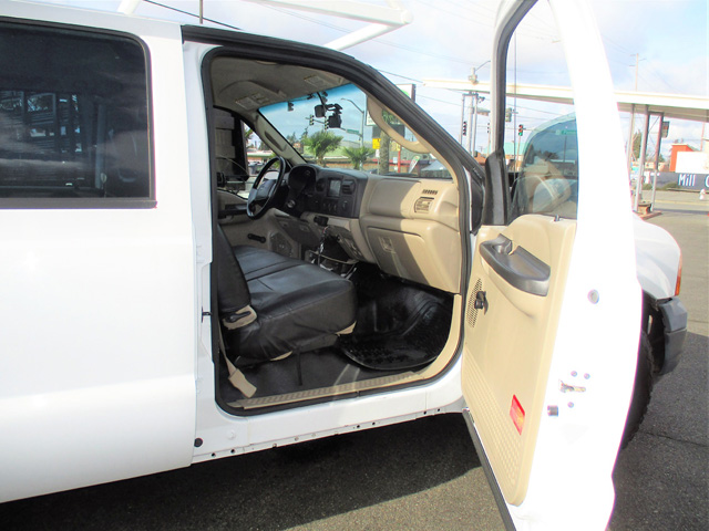ES2006.L. 2006 FORD F250 9 ft. Four-door Crewcab Service / Utility Truck from Town and Country Truck and Trailer Sales, Kent (Seattle), WA.