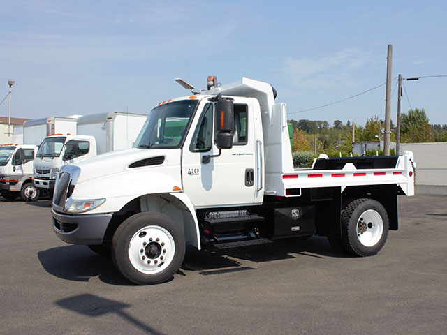 6484.F. 2004 INTERNATIONAL 4300 3-5 Yard Dump Truck from Town and Country Truck and Trailer Sales, Kent (Seattle), WA.