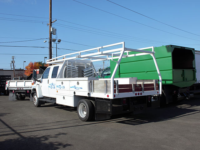 ES2006A.C. 2006 CHEVROLET C4500 12 ft. Crewcab Flatbed Truck from Town and Country Truck and Trailer Sales, Kent (Seattle), WA.