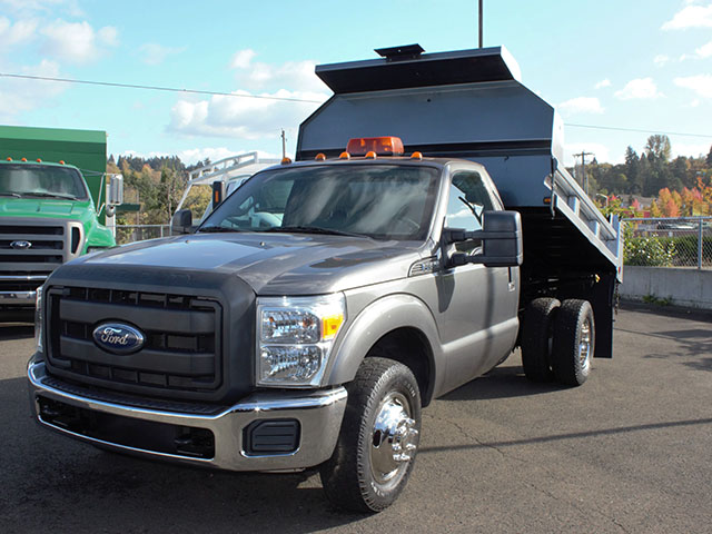 6482.B. 2011 Ford F350 Super Duty 2-3 Yard Dump Truck from Town and Country Truck and Trailer Sales, Kent (Seattle), WA.