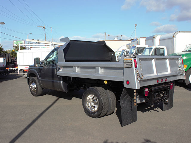 6482.I. 2011 Ford F350 Super Duty 2-3 Yard Dump Truck from Town and Country Truck and Trailer Sales, Kent (Seattle), WA.