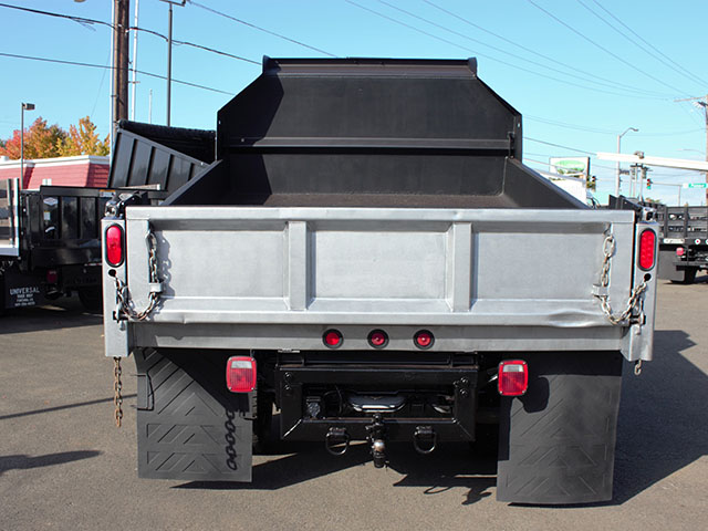 6482.J. 2011 Ford F350 Super Duty 2-3 Yard Dump Truck from Town and Country Truck and Trailer Sales, Kent (Seattle), WA.