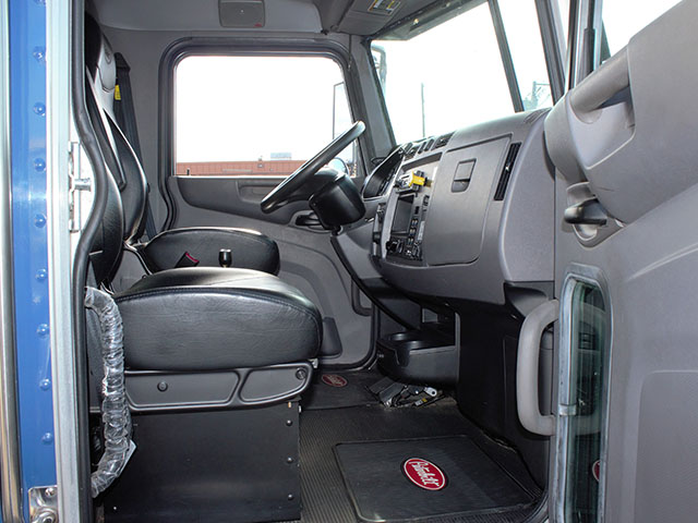 ES2014.V. 2014 Peterbuilt 337 Non-CDL Roll Off truck from Town and Country Truck and Trailer Sales, Kent (Seattle), WA.