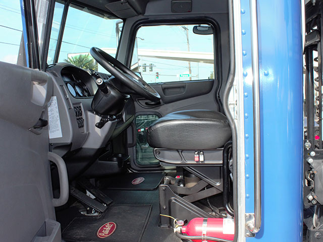ES2014.W. 2014 Peterbuilt 337 Non-CDL Roll Off truck from Town and Country Truck and Trailer Sales, Kent (Seattle), WA.