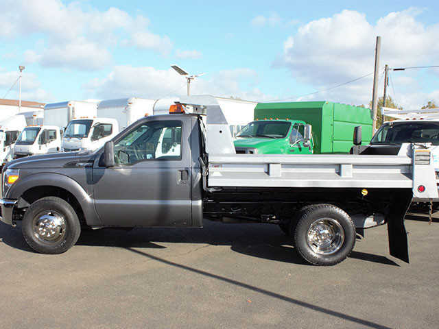 6482.H. 2011 Ford F350 Super Duty 2-3 Yard Dump Truck from Town and Country Truck and Trailer Sales, Kent (Seattle), WA.