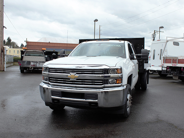 6556.B. 2015 CHEVROLET 3500 HD 12 ft. flatbed truck from Town and Country Truck and Trailer Sales, Kent (Seattle), WA.